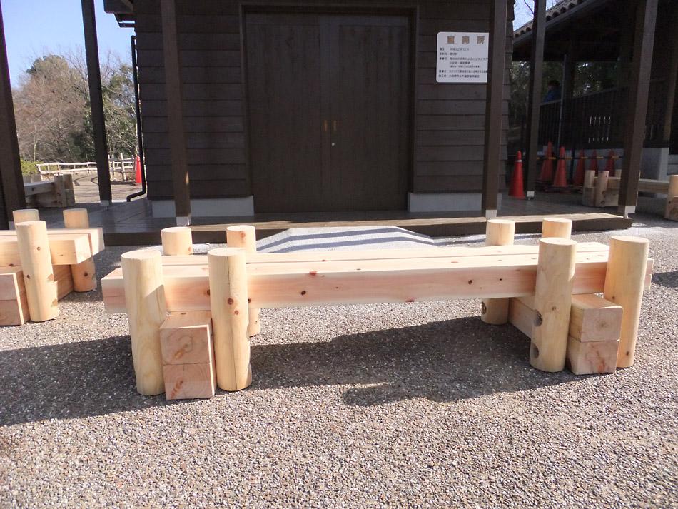 木製ベンチ(わんぱくらんど内)